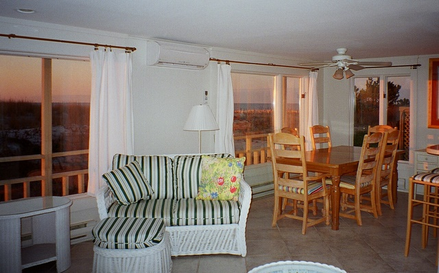 The dining area is shown above and includes the southern beach view.